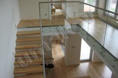 38 Samonosné sklenené zábradlie