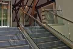 60 Presklené schodisko