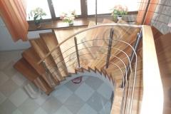 10 Drevené schodisko