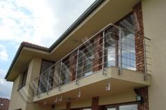 62 Balkón s nerezovým zábradlím