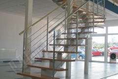 01 Segmentové schodisko s nerezovým zábradlím