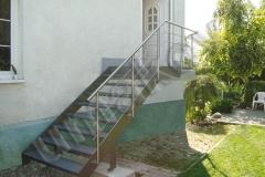 22 schody a nerezove zabradlie