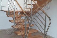 34 Drevené schody