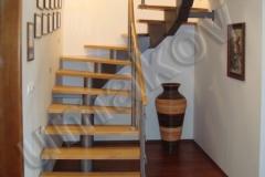 51 Segmentové schodisko s drevenými stupnicami