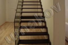62 schody v kombinacii so sklom