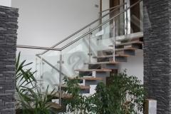 116 schody so sklenenym zabradlim
